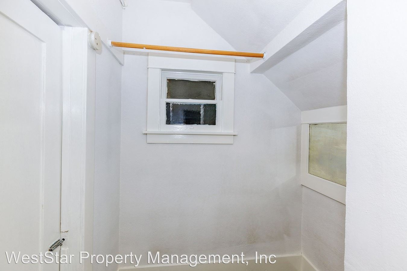 Studio 1 Bathroom Apartment for rent at 468 Gaviota Avenue in Long Beach, CA