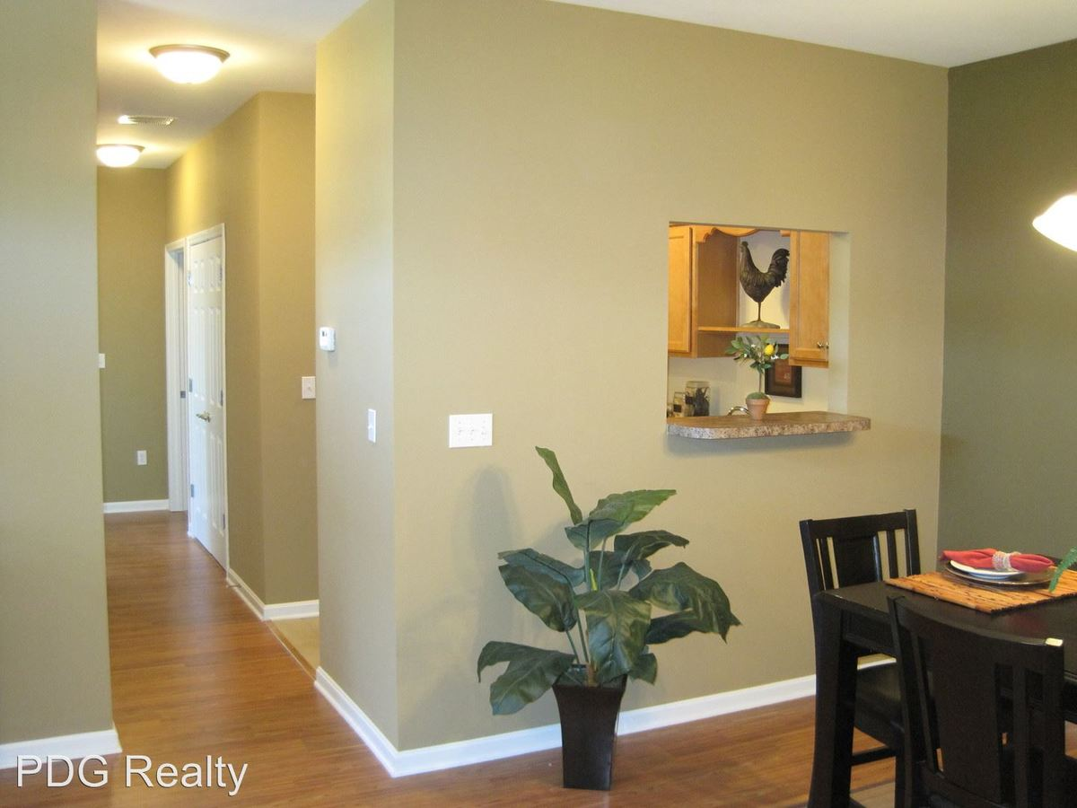 3 Bedrooms 2 Bathrooms Apartment for rent at 4500-4510 Westport Woods Lane in Louisville, KY