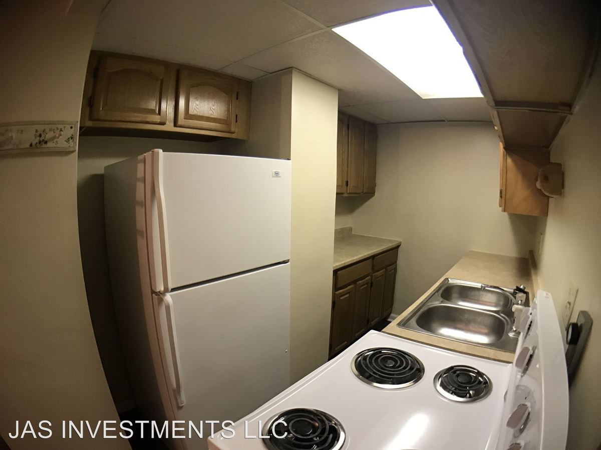 2 Bedrooms 1 Bathroom Apartment for rent at 562 - 564 East Maiden St. in Washington, PA