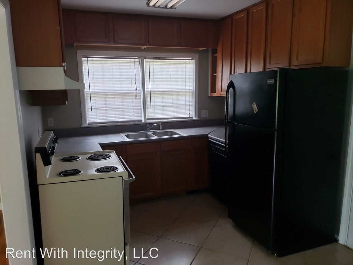 3 Bedrooms 2 Bathrooms Apartment for rent at 106 Dixie Drive in Tallahassee, FL