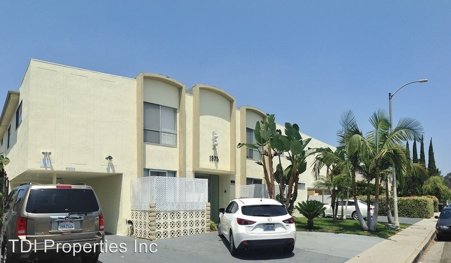 3 Bedrooms 2 Bathrooms Apartment for rent at 1975 S. Corning Street in Los Angeles, CA