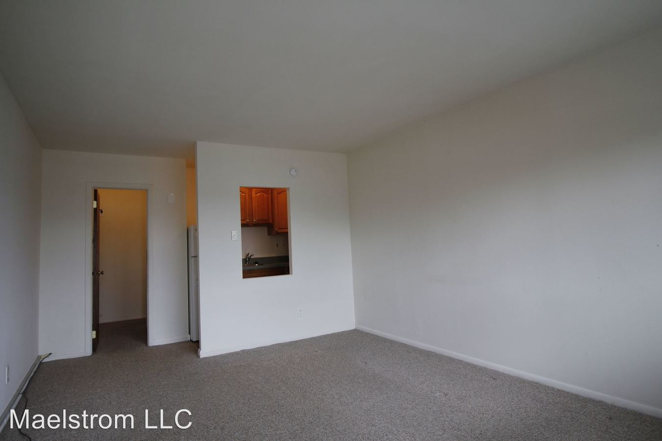 Studio 1 Bathroom Apartment for rent at 714 White Horse Pike in Oaklyn, NJ