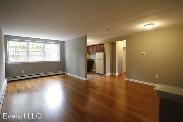 2 Bedrooms 1 Bathroom Apartment for rent at 5 W Oakland Ave in Oaklyn, NJ