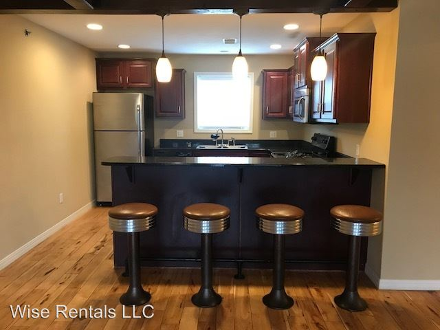 4 Bedrooms 2 Bathrooms Apartment for rent at 920 S National in Springfield, MO