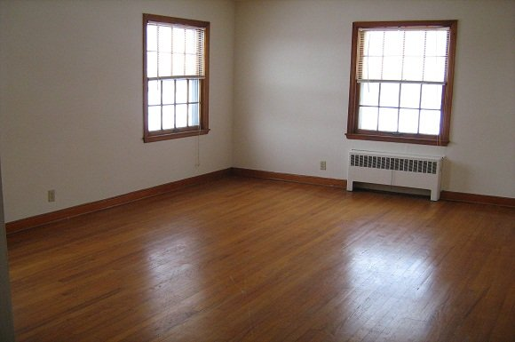 2 Bedrooms 1 Bathroom Apartment for rent at Martin Adlon Apartments in Milwaukee, WI