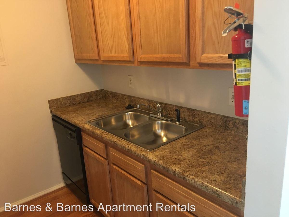 3 Bedrooms 1 Bathroom Apartment for rent at 913 Washtenaw Ave in Ypsilanti, MI