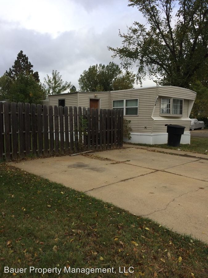 3 Bedrooms 2 Bathrooms Apartment for rent at 209 4th St Sw in Dickinson, ND
