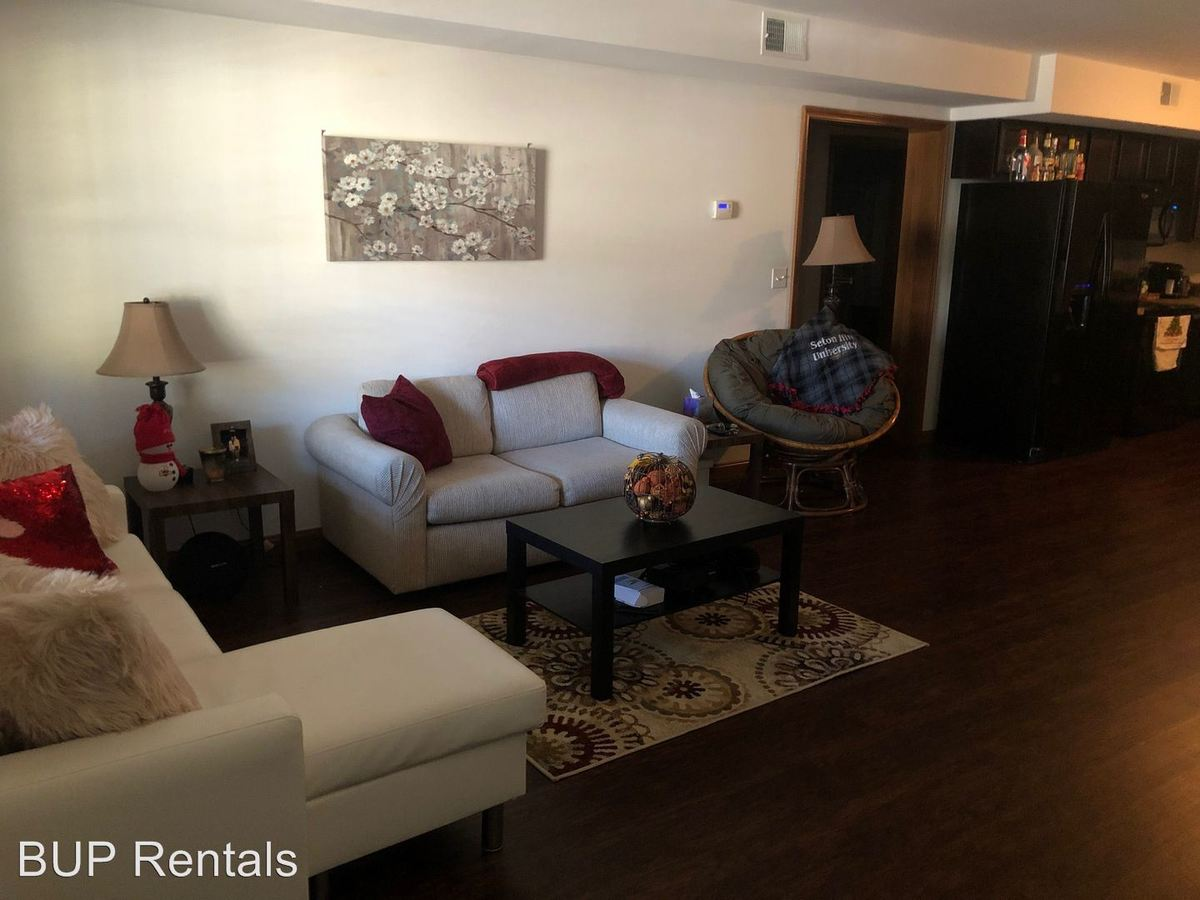 2 Bedrooms 1 Bathroom Apartment for rent at 112 College Ave in Greensburg, PA
