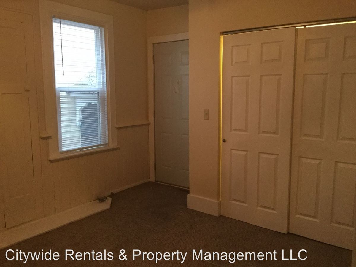 3 Bedrooms 2 Bathrooms Apartment for rent at 1749 N Franklin Pl in Milwaukee, WI