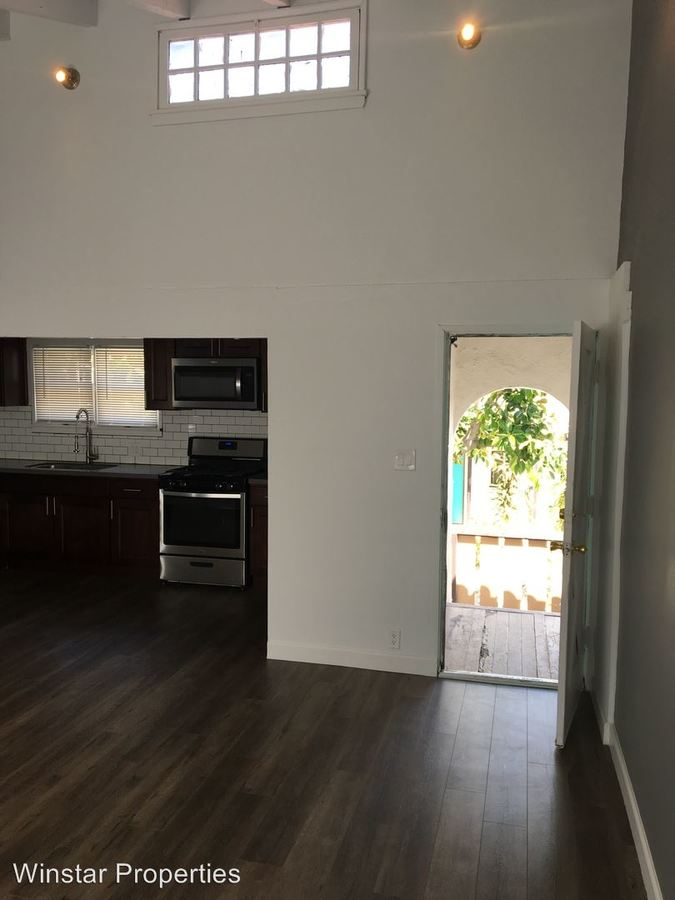 2 Bedrooms 1 Bathroom Apartment for rent at 123 E. Windsor Rd. in Glendale, CA