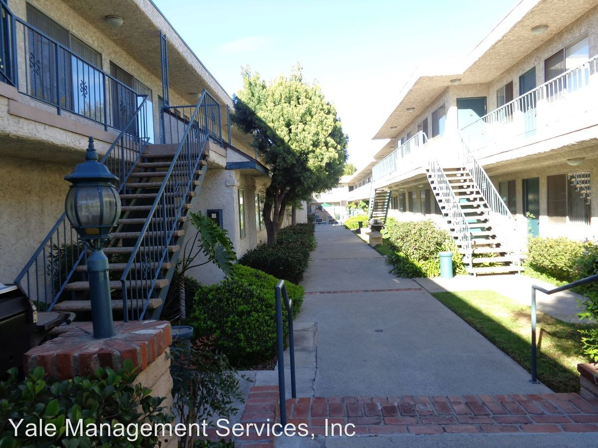 1 Bedroom 1 Bathroom Apartment for rent at 18355 Collins Street in Tarzana, CA