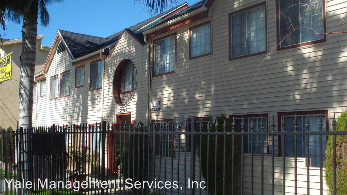1 Bedroom 1 Bathroom Apartment for rent at 21445 Saticoy St. in Canoga Park, CA