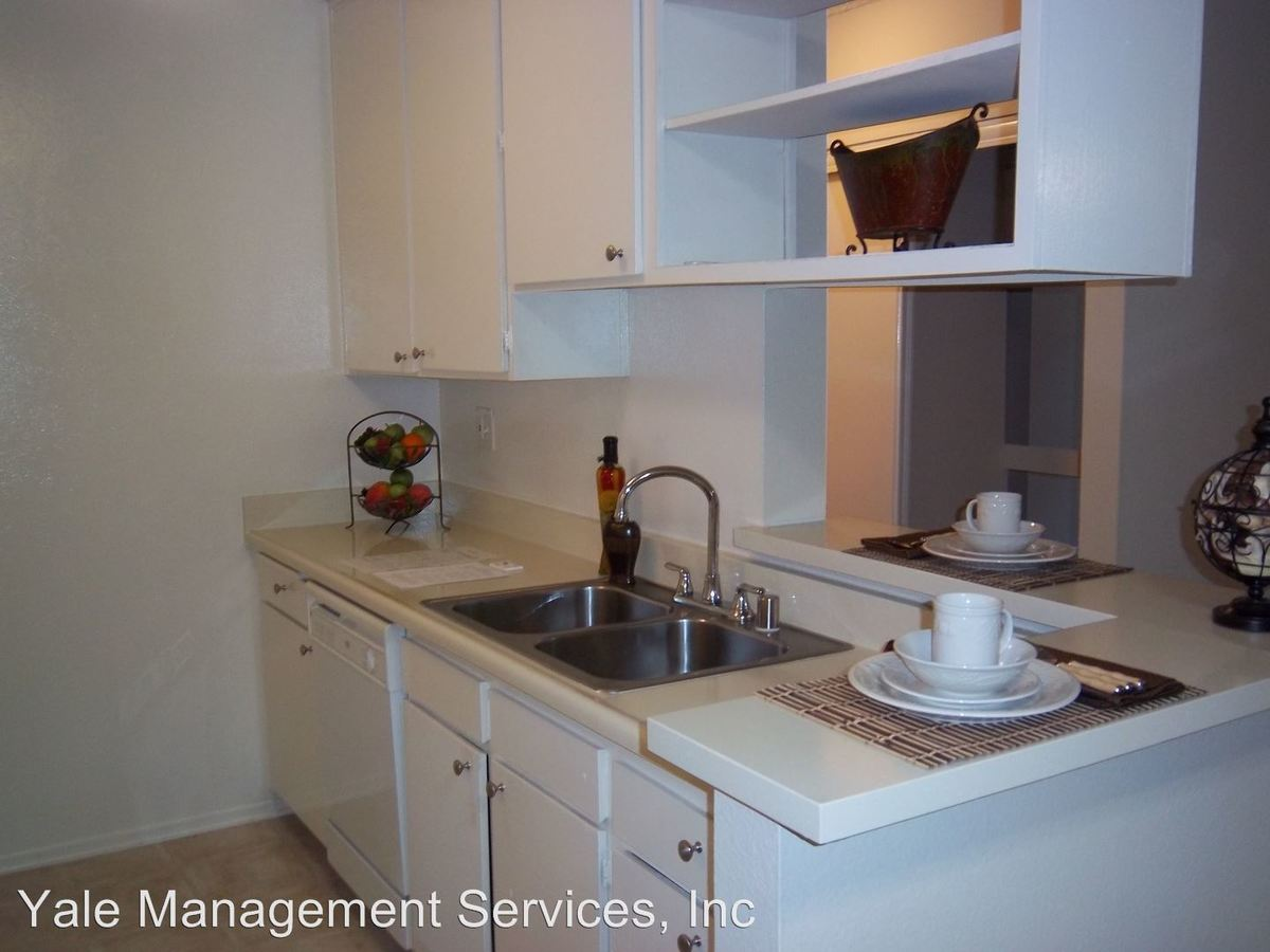 1 Bedroom 1 Bathroom Apartment for rent at 17900 Sherman Way in Reseda, CA