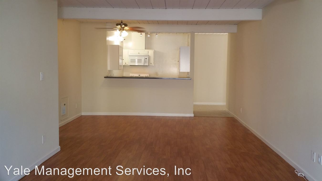 2 Bedrooms 1 Bathroom Apartment for rent at 18339-18347 Collins St in Tarzana, CA