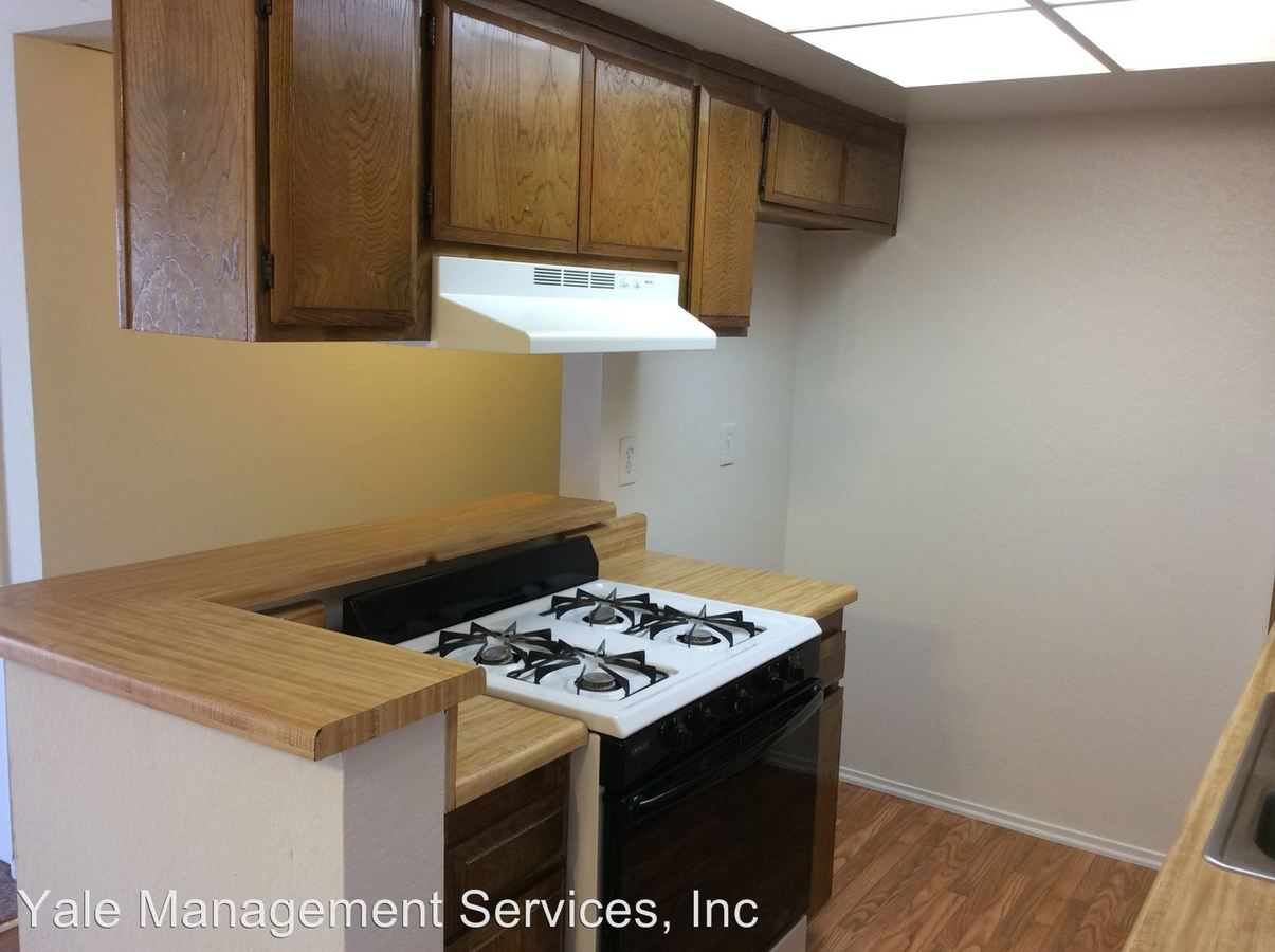 2 Bedrooms 1 Bathroom Apartment for rent at 7255 Independence Ave in Canoga Park, CA