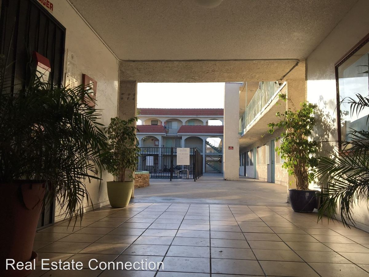 Studio 1 Bathroom Apartment for rent at 13707 Doty Avenue in Hawthorne, CA