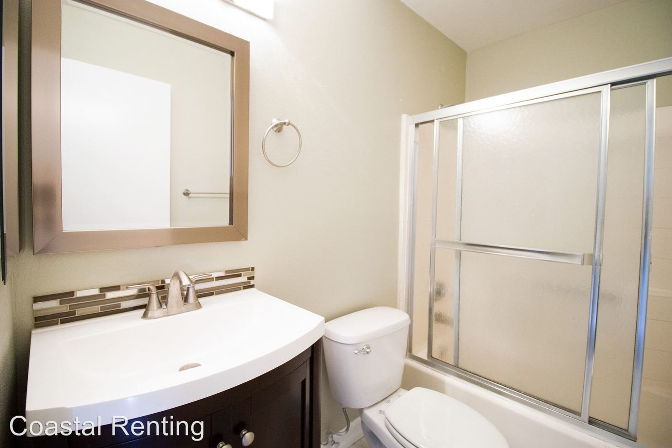 2 Bedrooms 2 Bathrooms Apartment for rent at 2015 E. 3rd Street in Long Beach, CA