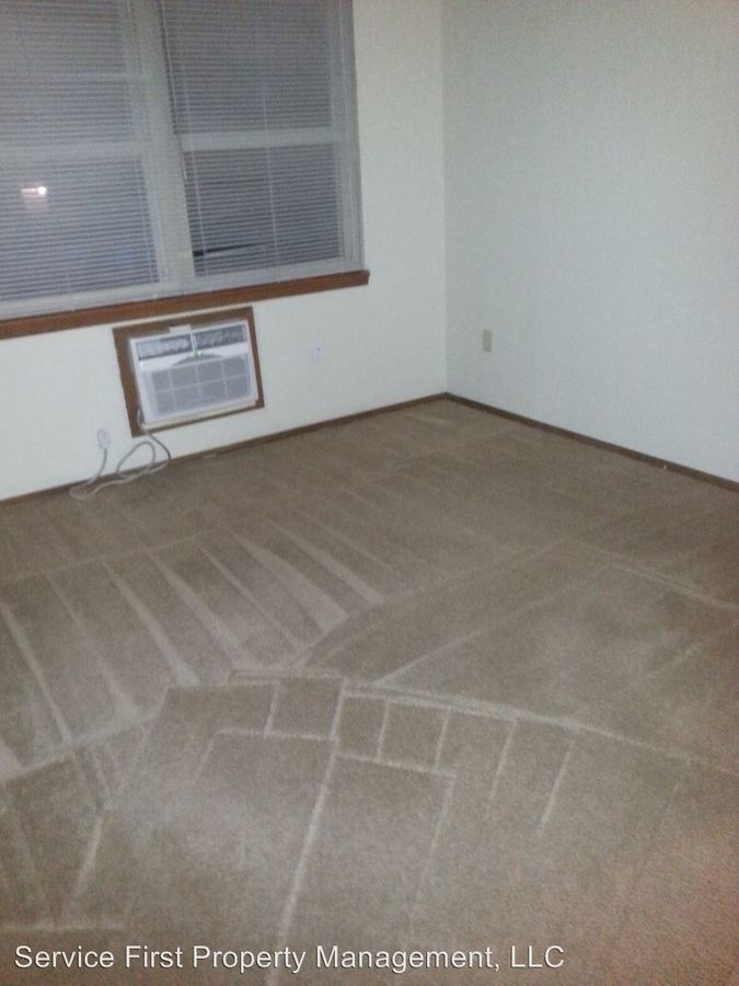 2 Bedrooms 1 Bathroom Apartment for rent at 511 Church St in Marshfield, MO