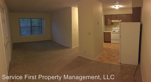 2 Bedrooms 1 Bathroom Apartment for rent at 915 W College 945 W College in Bolivar, MO