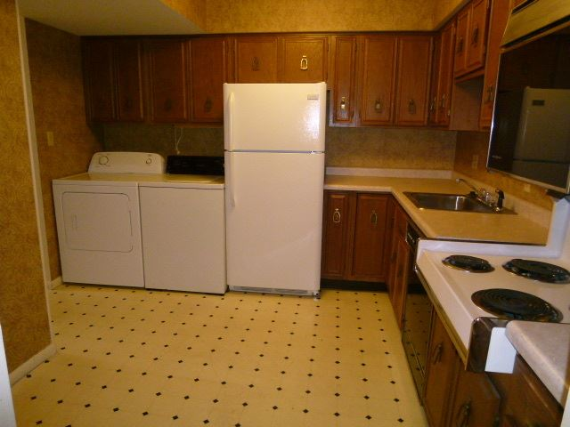 2 Bedrooms 2 Bathrooms Apartment for rent at 2901 & 2905 Poplar St & 410 29th St. in Terre Haute, IN