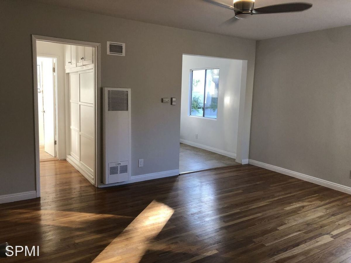 Studio 1 Bathroom Apartment for rent at 2140 Beachwood #01-16 in Los Angeles, CA