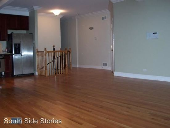 3 Bedrooms 2 Bathrooms Apartment for rent at 4002 S Calumet Ave in Chicago, IL
