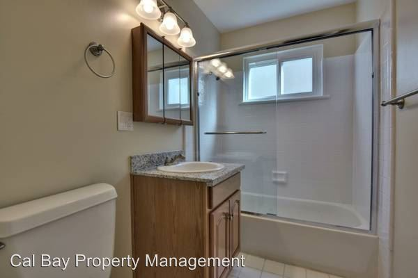 2 Bedrooms 1 Bathroom Apartment for rent at 948/950/952/954 Ravenscourt Avenue in San Jose, CA