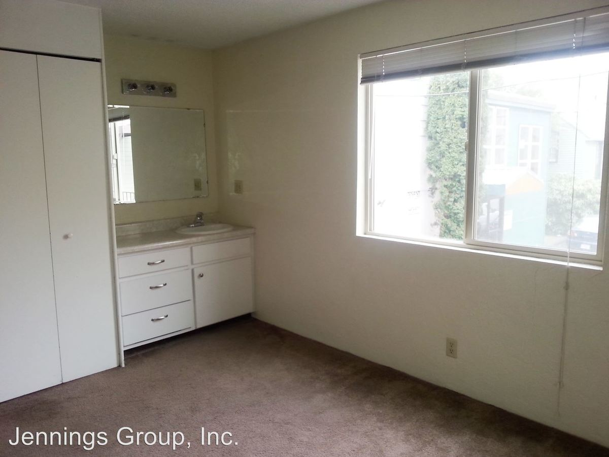 Studio 1 Bathroom Apartment for rent at 1360 Alder St in Eugene, OR