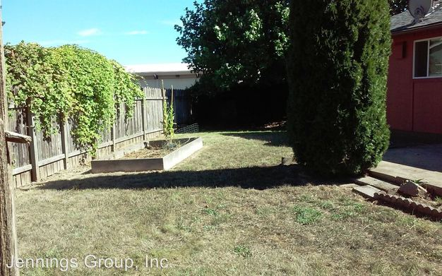 2 Bedrooms 1 Bathroom Apartment for rent at 2470 & 2472 20th St in Springfield, OR