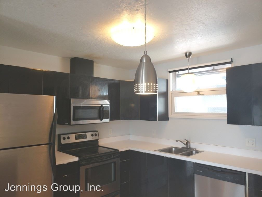 4 Bedrooms 1 Bathroom Apartment for rent at 1405 Mill Street & 410 East 14th Ave #1-09 in Eugene, OR
