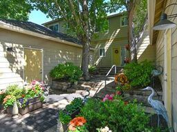 2 Bedrooms 2 Bathrooms Apartment for rent at The Kentfield Apartments 601 Country Club Road in Eugene, OR