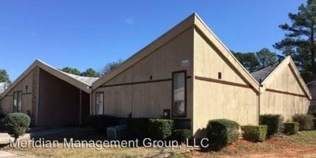 3 Bedrooms 2 Bathrooms Apartment for rent at 1400 Flat Shoals Road in College Park, GA