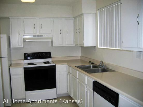 Studio 1 Bathroom Apartment for rent at 5907 Reeds Rd in Mission, KS