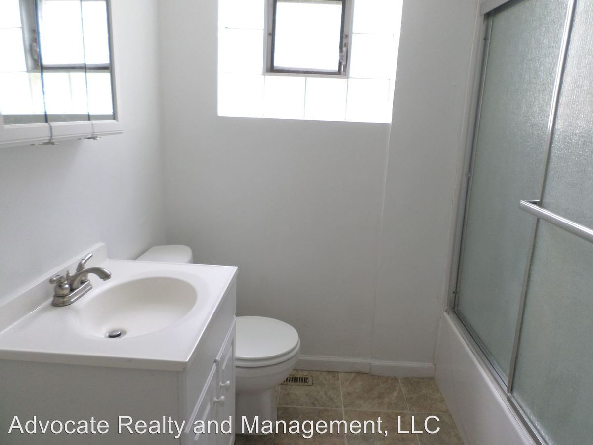 3 Bedrooms 1 Bathroom Apartment for rent at 14901 S. Cleveland Ave. in Posen, IL