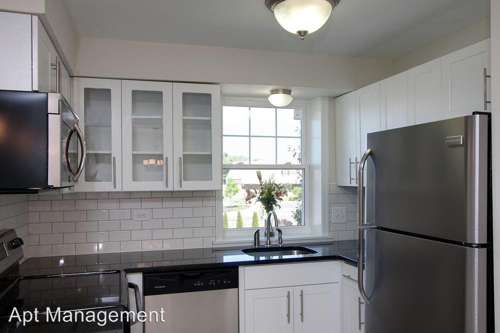 2 Bedrooms 1 Bathroom Apartment for rent at 105 Runnymede Ave in Wayne, PA