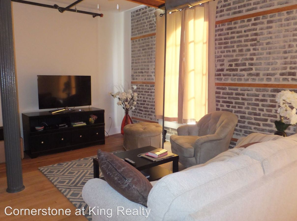 1 Bedroom 1 Bathroom Apartment for rent at 92 Hasell Street in Charleston, SC
