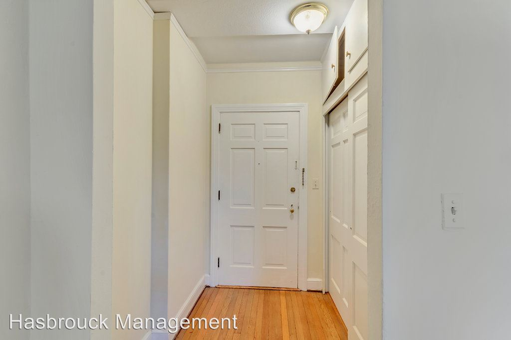 1 Bedroom 1 Bathroom Apartment for rent at 11 Altamont Cir in Charlottesville, VA