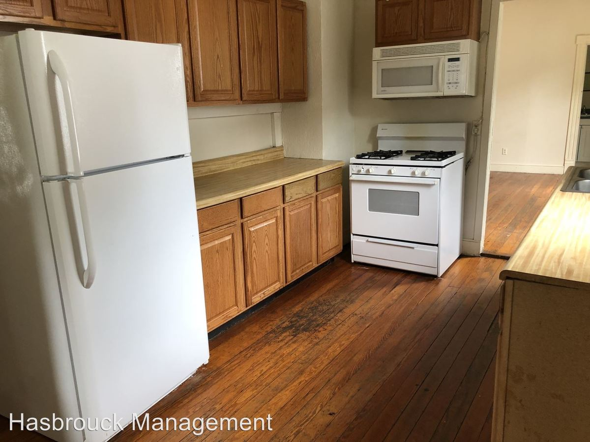 4 Bedrooms 1 Bathroom Apartment for rent at Virginia Avenue Llc in Charlottesville, VA