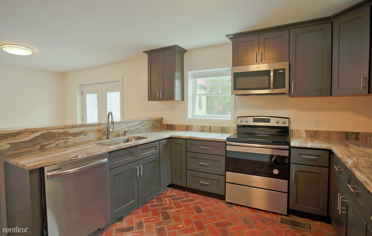 3 Bedrooms 2 Bathrooms Apartment for rent at 513/515 14th Street Nw in Charlottesville, VA
