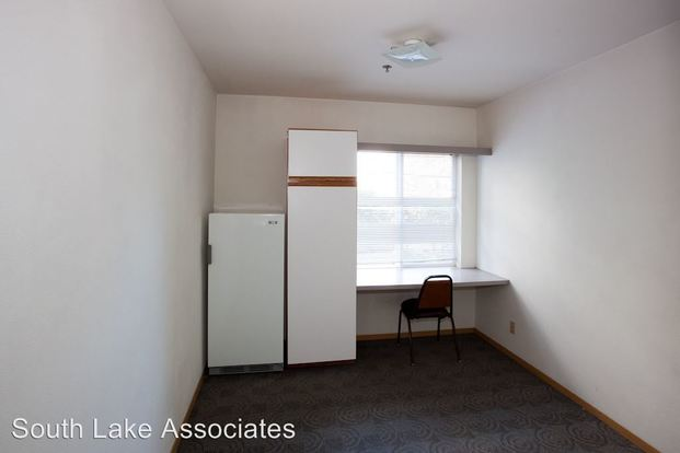 Studio 1 Bathroom Apartment for rent at 4738 19th Ave Ne in Seattle, WA