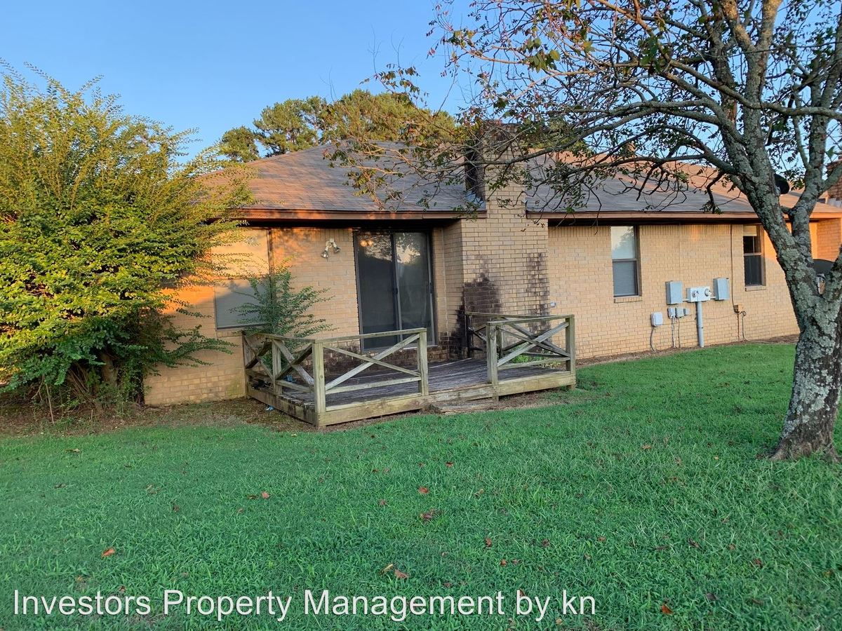 2 Bedrooms 2 Bathrooms Apartment for rent at 5601-5613 Summit Street in Fort Smith, AR