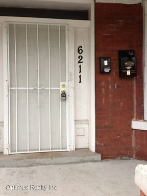 3 Bedrooms 1 Bathroom Apartment for rent at 6211 S. Rockwell St in Chicago, IL