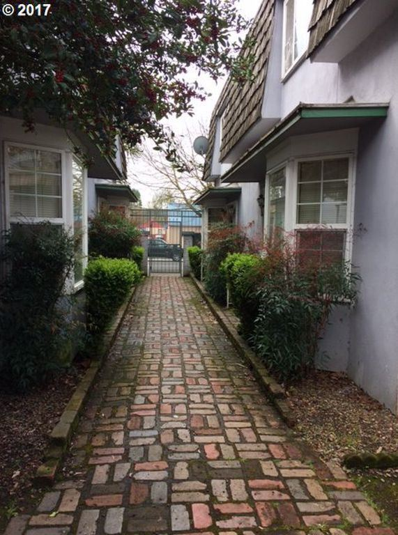 2 Bedrooms 1 Bathroom Apartment for rent at 1101 W 6th Ave in Eugene, OR