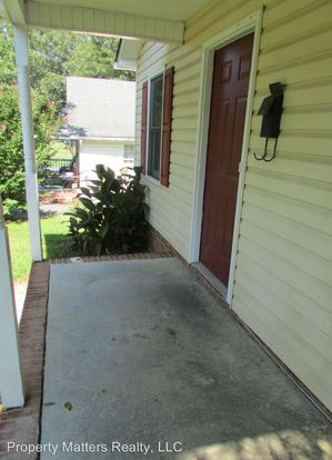 3 Bedrooms 2 Bathrooms Apartment for rent at 1125 W Fifth Ave in Gastonia, NC
