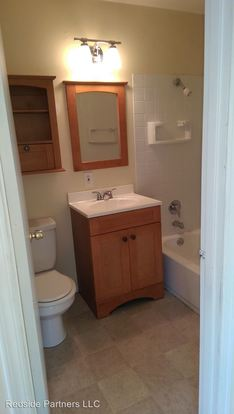 2 Bedrooms 1 Bathroom Apartment for rent at 840 W Nickerson St in Seattle, WA