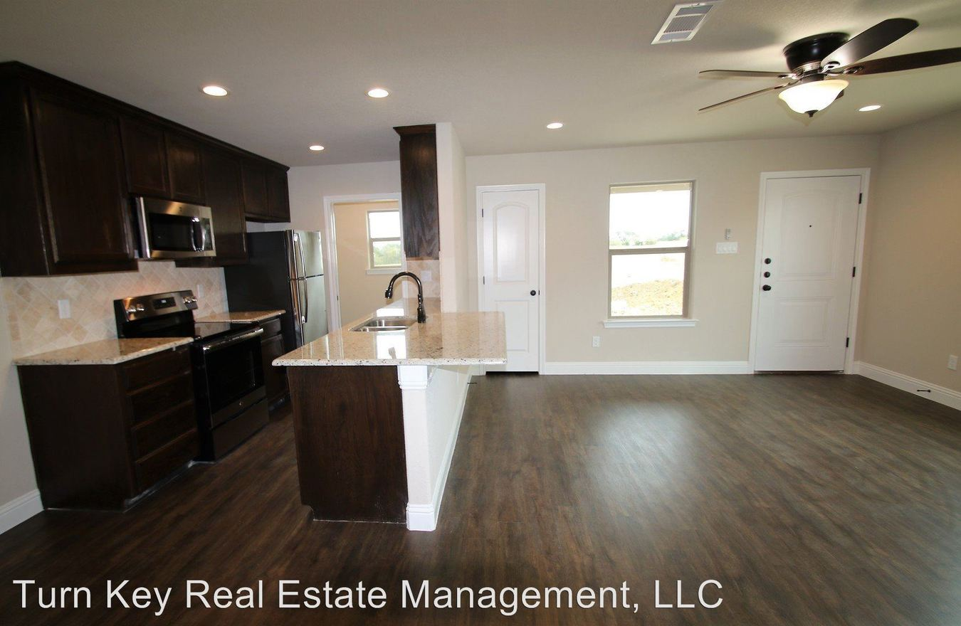 3 Bedrooms 2 Bathrooms Apartment for rent at 134-136 Crossbow Ct in Weatherford, TX