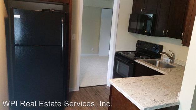 1 Bedroom 1 Bathroom Apartment for rent at Mari Don Apartments 4619 Densmore Ave N in Seattle, WA