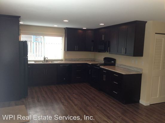 2 Bedrooms 1 Bathroom Apartment for rent at Mari Don Apartments 4619 Densmore Ave N in Seattle, WA