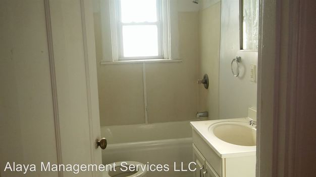 1 Bedroom 1 Bathroom Apartment for rent at 521 523 Oak St in Cincinnati, OH