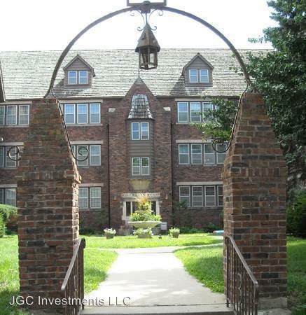 2 Bedrooms 1 Bathroom Apartment for rent at 4817-4821 Chicago St in Omaha, NE